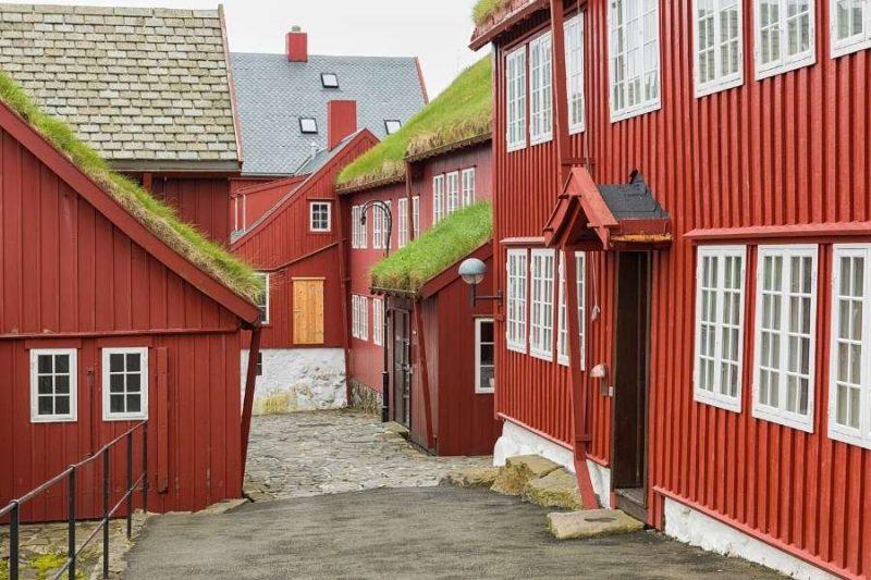 Kleurrijke huisjes op de Faeröer eilanden met Nordic