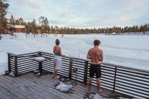 De winterkou trotseren na de sauna.