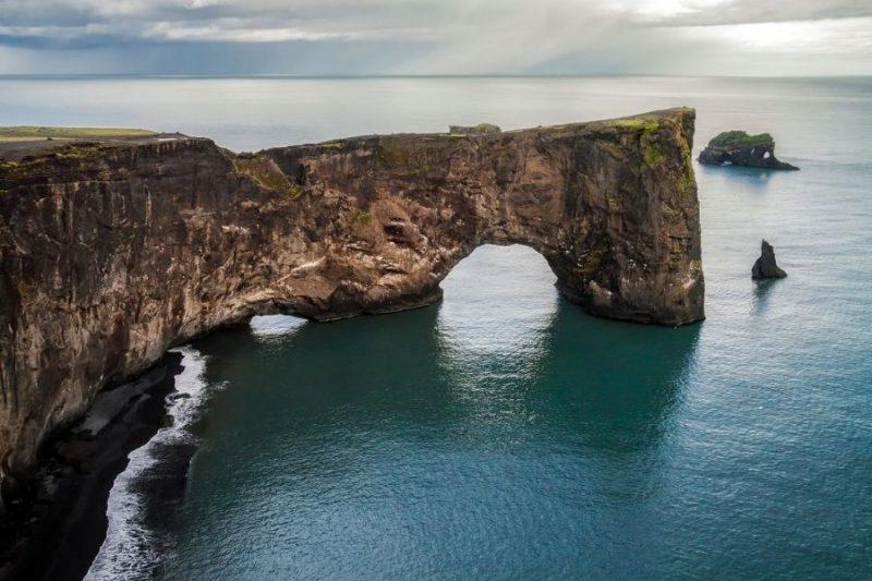 Rotsformaties zee IJsland