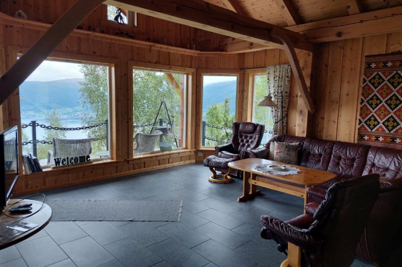 De binnenkant van het gezellige huisje aan de Nordfjord