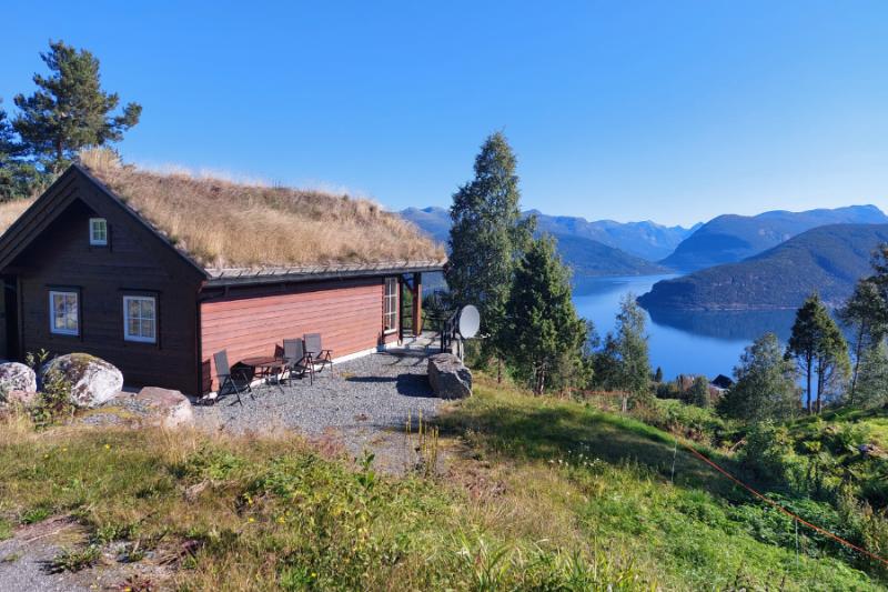 De buitenkant van het gezellige huisje aan de Nordfjord