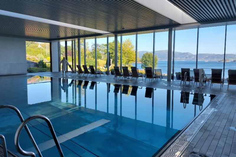 Het fijne binnenzwembad bij Solstrand Hotel & Bad