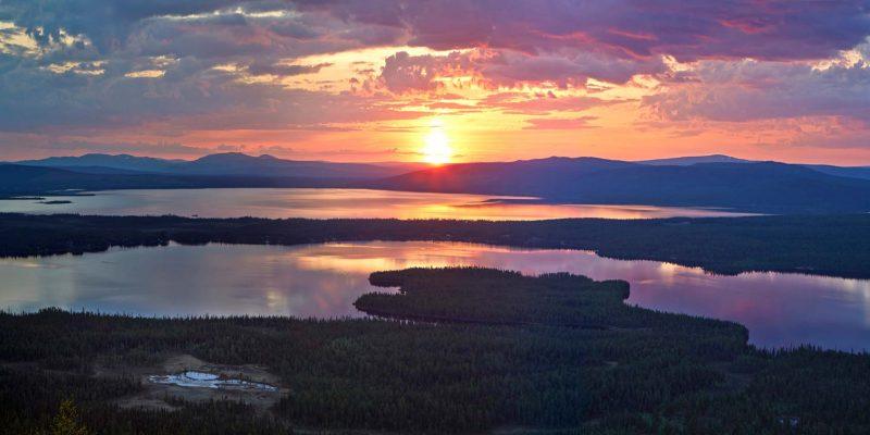 Middernachtzon boven Zweden - romantisch - op huwelijksreis met Nordic -©Tomas Utsi